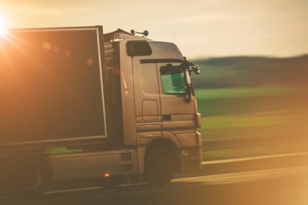 ventajas de alquilar camión y furgoneta sin conductor