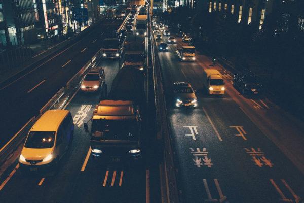 trucos para conducir de noche