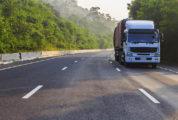 camión conducir con viento