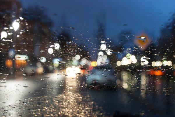 consejos de conducción durante una tormenta de verano